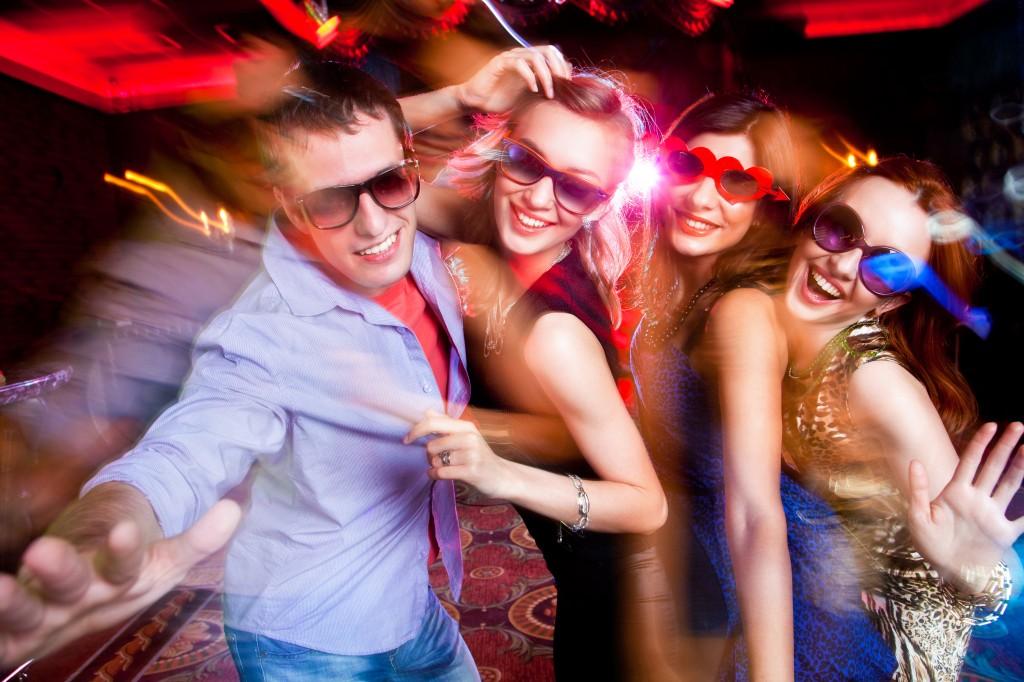 vrouwen versieren in de club/tijdens uitgaan of disco